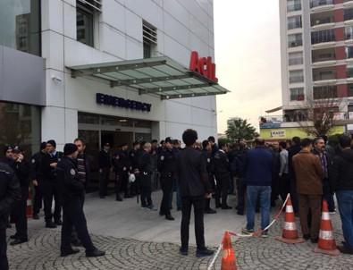 İzmir'de polise taşlı saldırı