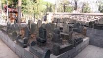 MEZAR TAŞI - Melik Ahmet Gazi Türbesi Ziyaretçilerini Bekliyor