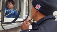 ÇILINGIR - 2 Yaşındaki Çocuk Evde Mahsur Kaldı, Polis Ve Çilingir Seferber Oldu