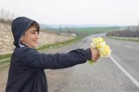 Silvan'da Okul Harçlıklarını Nergis Satarak Kazanıyorlar