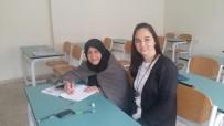 OKUMA YAZMA KURSU - 90 Yaşındaki Gülüzar Ninenin Okuma Yazma Azmi Gençlere Taş Çıkartıyor