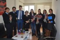 KADIN POLİS - Aliağa Polisinden Kadınlara Çiçek