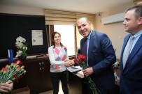 HÜSEYİN OPRUKÇU - Başkan Sözlü, Kadınlara Çiçek Dağıttı