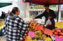 PAZARCI - Bu Da Kadınlara Özel Şiirli Pazar Tezgahı