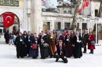 EYÜP SULTAN CAMİİ - Eyüpsultanlı Kadınlara 8 Mart Hediyesi