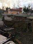 TOPRAK KAYMASI - Heyelan Yaşanan Okul Eğitim Öğretime Kapatıldı