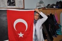 RAMAZAN YıLDıRıM - Kadınlara Çiçek Değil Bayrak Verdi