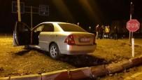 Kontrolden Çıkan Otomobil Refüje Çarptı Açıklaması 1 Yaralı
