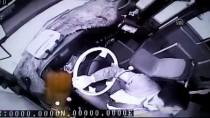 HALK OTOBÜSÜ - Şoförün Dalgınlığından Yararlanıp Telefonunu Çaldı