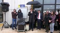 KAPITALIZM - Suni Kar Yağışı Altında Kadınlara Karanfil Verildi