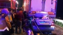 KORUCUK - Tıra Çarpan Otomobil Dorsenin Altında Sıkıştı Açıklaması 2 Ölü
