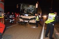 OTOBÜS ŞOFÖRÜ - Yolcu Otobüsü Tıra Çarptı Açıklaması 1 Ölü, 1 Yaralı