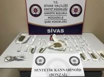 SAHTE KİMLİK - 6 Ayrı Suçtan Aranan Şahıs Uyuşturucu Maddeyle Yakalandı
