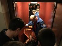 OBEZİTE - Asansöre Sığmayan 180 Kiloluk Kadını 7 Kişi Zor İndirdi