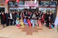 EMEKÇİ KADINLAR - Burhaniye'de Okul Arkadaşları 44 Yıl Sonra Buluştu