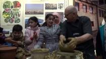 VIETNAM - Çömleğin 64 Yıllık Ustası Deneyimlerini Müzede Paylaşıyor