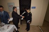 DENIZLI EMNIYET MÜDÜRÜ - Emniyet Müdüründen Kadın Polislere Karanfil