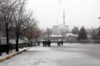 KAR KALINLIĞI - Erzurum'da Mart Kapıdan Baktırdı, Kar Kalınlığı 20 Santimetreye Ulaştı
