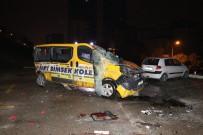 GÖRGÜ TANIĞI - Midibüs Otobüs Durağına Daldı Açıklaması 6 Yaralı