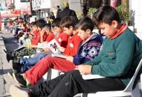 ALPARSLAN TÜRKEŞ - Öğrenciler Sokak Ortasında Kitap Okudu