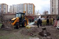 SÜLEYMAN KAMÇI - Polis operasyon yaptığı evde lahit buldu