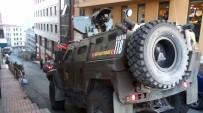 TAKSIM MEYDANı - Taksim'de Silahlı Çatışma Açıklaması 2 Yaralı