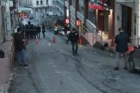 TAKSIM MEYDANı - Taksim'deki Silahlı Kavgayla İlgili 3 Kişi Gözaltına Alındı