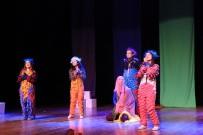 KAYHAN - Tiyatro Gösterimleri İki Farklı Oyun İle Devam Etti