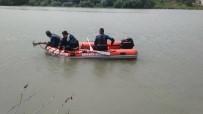 DENİZ POLİSİ - Evine Dönmeyen Yaşlı Adamın Elbiseleri Irmakta Bulundu