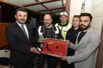 AK Parti'den Nöbet Tutan Polislere Tatlı Sürprizi