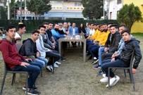 SERKAN ACAR - Aliağasporlu Futbolculardan Yeniçeriler Derneğine Ziyaret