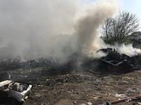 HURDA ARAÇ - Araç Hurdalığında Çıkan Yangın Korkuttu