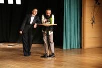 HÜSEYIN DEMIR - Kırmızıtoprak Halk Merkezi Tiyatro Ekibinin Yıl Sonu Gösterisi