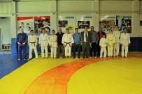 FARUK KORKMAZ - Öztürk'ten Görme Engelli Milli Judocuların Antrenmanına Baklavalı Ziyaret