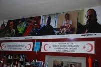 DİYARBAKIR EMNİYET MÜDÜRLÜĞÜ - Şehidin Adını Verdiği İş Yerinin Duvarlarına Şehit Fotoğrafları Astı