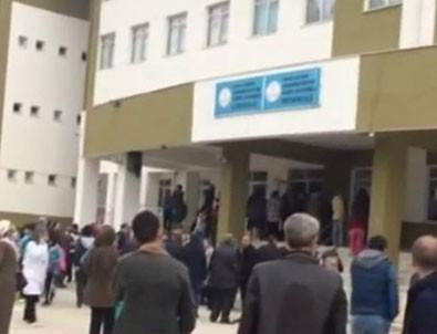 Bursa'da polis memuru olan veli okulda dehşet saçtı