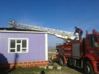 Çaldıran'da İki Evde Şüpheli Yangın