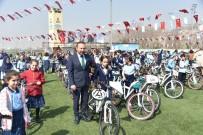 NUH ÇIMENTO - İzmitli Öğrencilerin Bisikletleri Başkan Doğan'dan