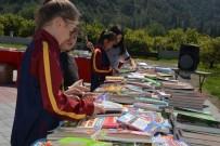 Öğrenciler Kumbaralarında Biriktirdikleri Parayla Kitap Aldı