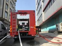 TEKSTİL ATÖLYESİ - 5 Katlı Tekstil Atölyesindeki Yangın Paniğe Neden Oldu