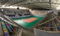 Altunbaş Yeni Yapılan Çok Amaçlı Spor Salonunu Gezdi