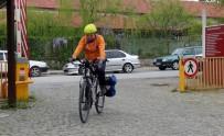 Çevre Dostu Ulaşım İçin Üniversiteye Bisikletle Gidiyor