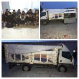 KAÇAK GÖÇMEN - Jandarmadan Kaçan Kamyonette 12 Kaçak Şahıs Yakalandı