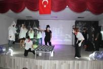 HARUN YÜCEL - Muradiye'de 'Koca Kafalılar Gezegeni' Oyunu Sahnelendi