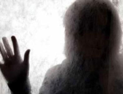 Rezalet! Diyaliz merkezindeki kadınları gizlice izlemiş