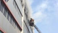 TEKSTİL ATÖLYESİ - Tekstil Atölyesindeki Yangın Paniğe Neden Oldu