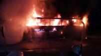 KAÇAK GÖÇMEN - Ayvalık'ta Seyir Halindeki Tur Otobüsü Alev Alev Yandı