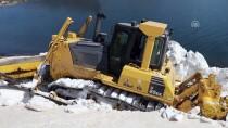 KARLA MÜCADELE - Baharda Karla Kaplı Yolu Açmak İçin Bir Hafta Uğraştılar