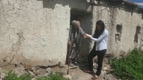 EV TEMİZLİĞİ - Bismil Belediyesi Yaşlıları Yalnız Bırakmıyor