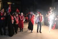 HAZıRLıK SıNıFı - Dünya Şampiyonu İzmit İmam Hatip Lisesi Kızlarına Okulda Coşkulu Karşılama